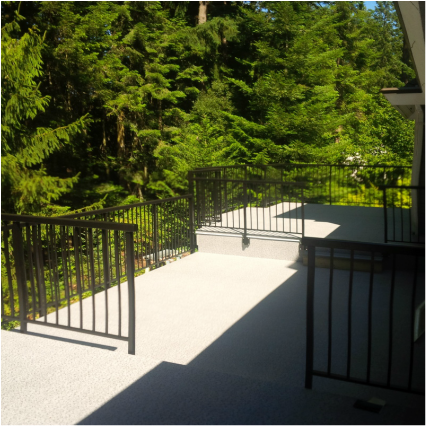 Ridgewood Construction Victoria BC vinyl deck with aluminumrailings