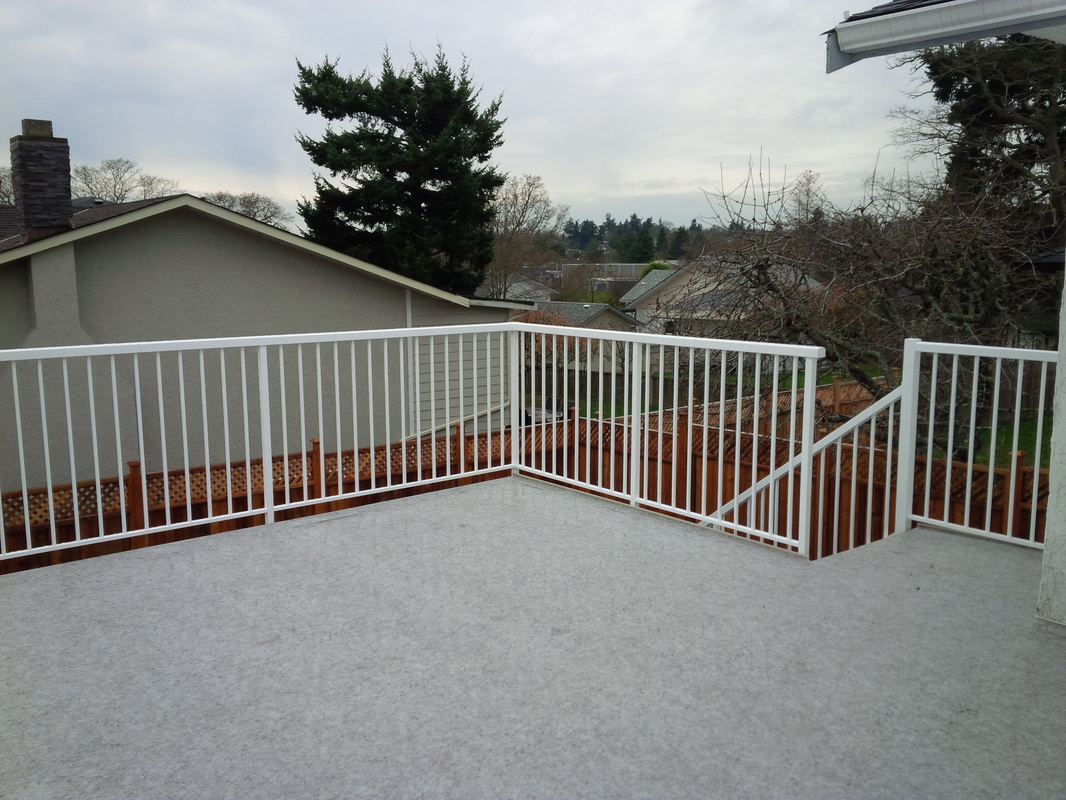 Ridgewood Construction Victoria BC vinyl sundeck with aluminum railings